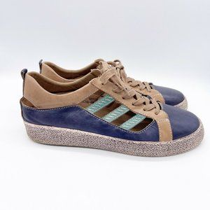 L'Artiste Spring Step Porscha Leather Sneakers
